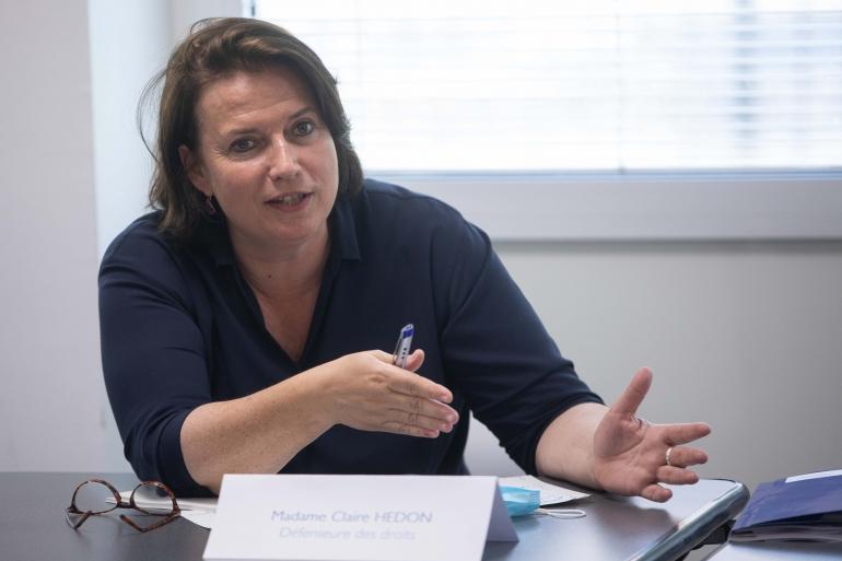 Claire Hédon, la Défenseure des droits en deplacement à Bobigny. Par Mathieu Delmestre.jpg
