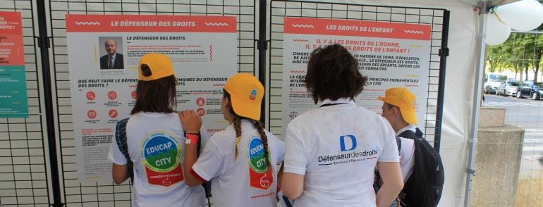 photo groupe des Jeunes ambassadeurs des droits pour l'égalité