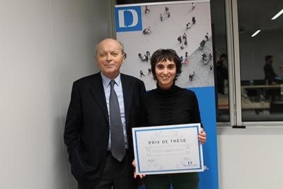 photo - remise du Prix de thèse 2016 à Lola Isidro par Jacques-Toubon, Défenseur des droits