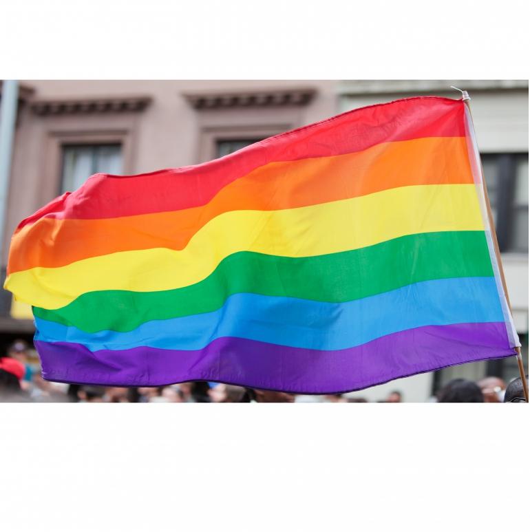 Pension de réversion : les personnes homosexuel.le.s désormais traité.e.s à égalité