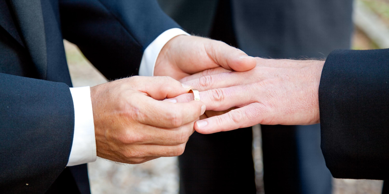 Suivant les observations du Défenseur des droits, la Cour de cassation a autorisé le mariage franco-marocain.