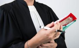 Avec votre accord, votre avocat peut saisir le Défenseur des droits pour vous.