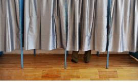 Les bureaux et les techniques de vote doivent être accessibles aux personnes handicapées.