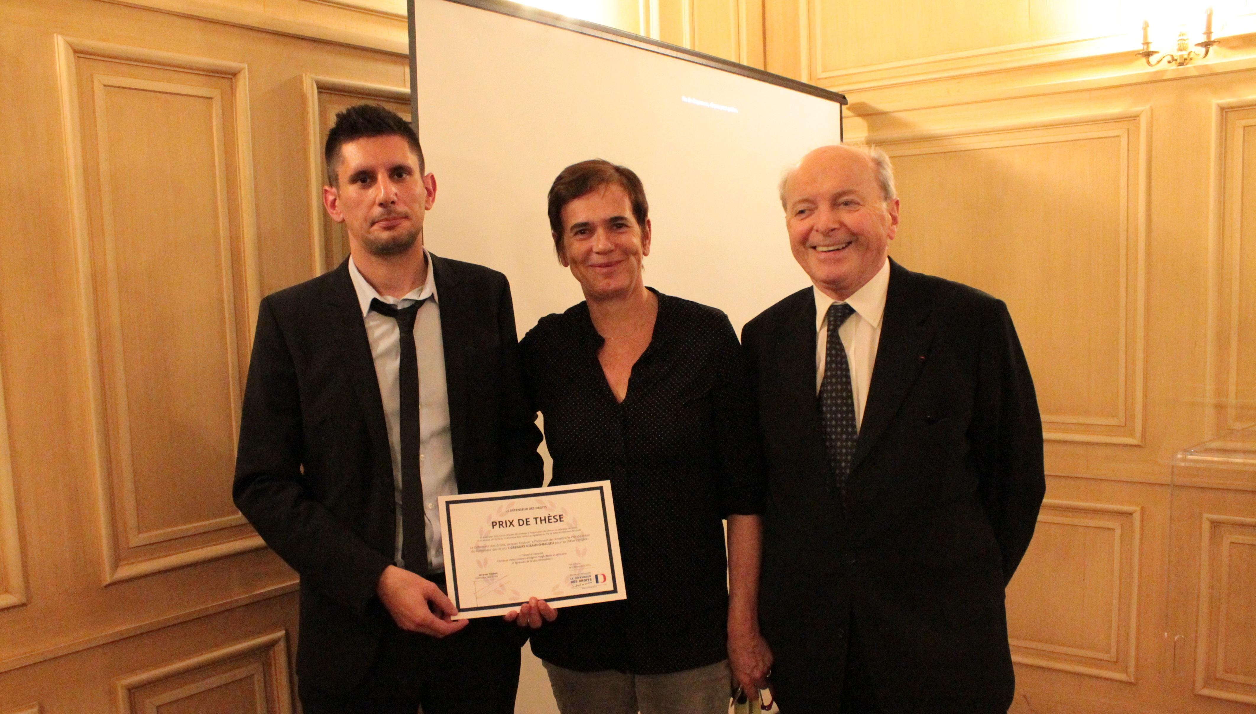 photo - remise du Prix de thèse 2015 à Grégory GIRAUDO-BAUJEU par Jacques-Toubon, Défenseur des droits